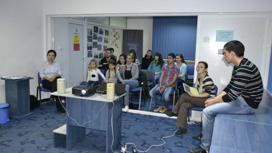 Raport de activitate la Centrul de Tineret Baia Mare în luna Noiembrie 2013